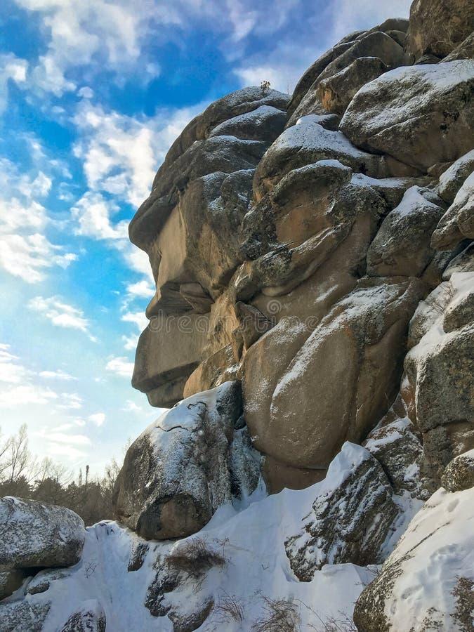 De wintermening over de Grootvader van de rotspijler stock foto's