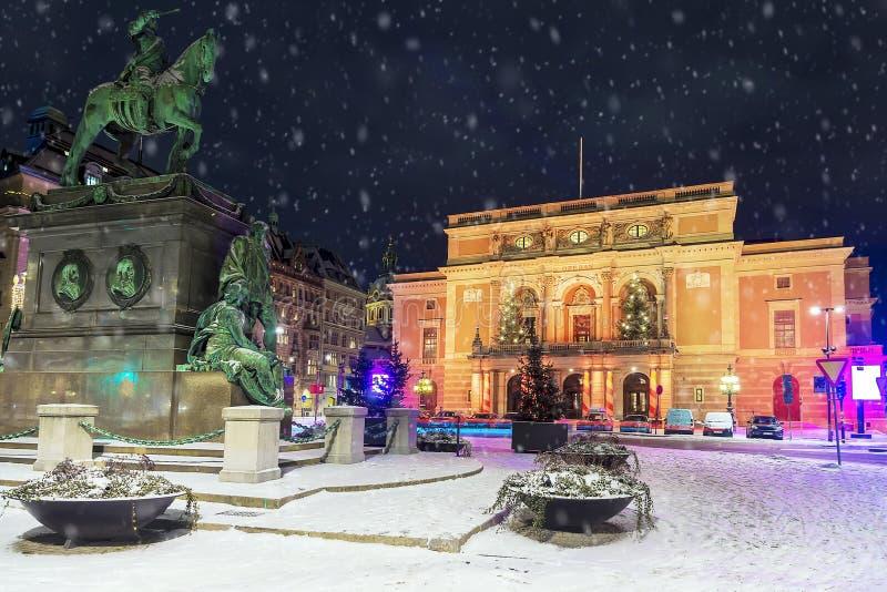 De wintermening over de Koninklijke Opera in Stockholm, Zweden stock foto