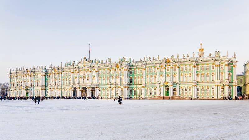 De wintermening van het Paleisvierkant in St. Petersburg, Rusland stock afbeelding