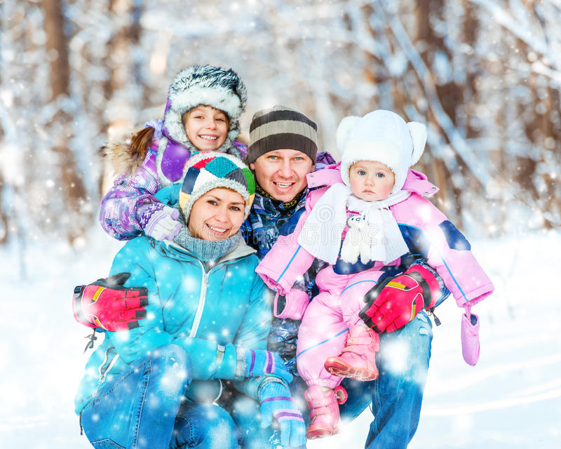 De winterportret van een familie royalty-vrije stock afbeelding