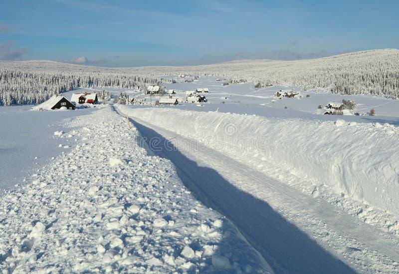 De winterregeling Jizerka in Tsjechische republiek royalty-vrije stock foto