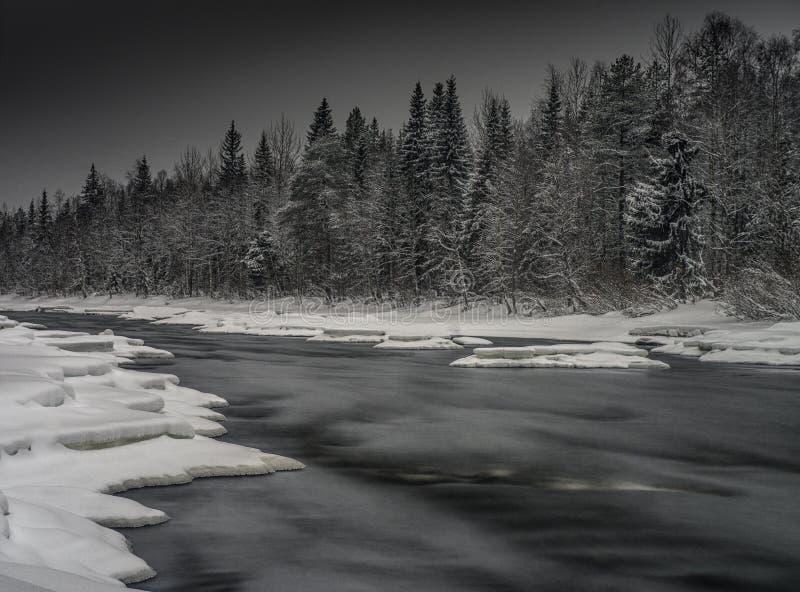 De winterrivier royalty-vrije stock fotografie