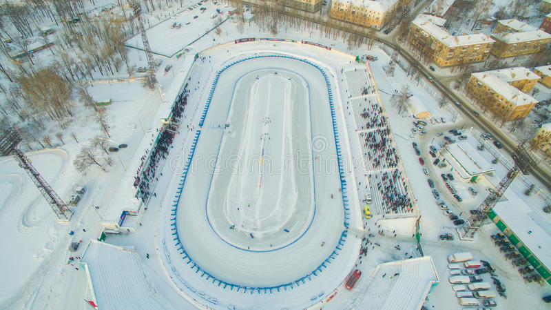 De winterspeedwaybaan op het ijs stock foto