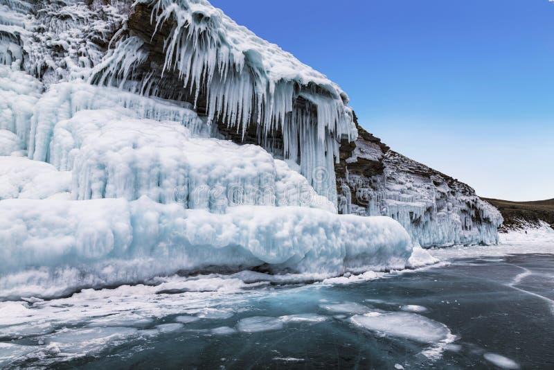De wintersprookje op meer Baikal, Oostelijk Siberi? stock foto's