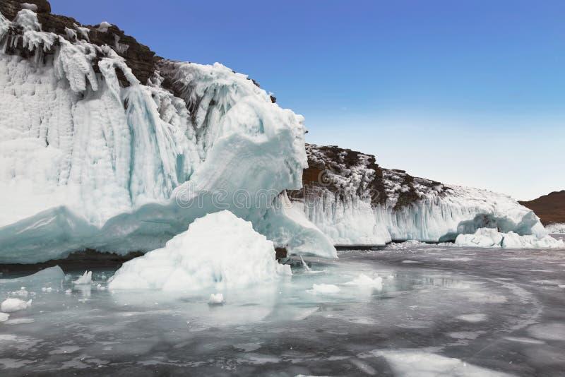 De wintersprookje op meer Baikal, Oostelijk Siberi? royalty-vrije stock foto's