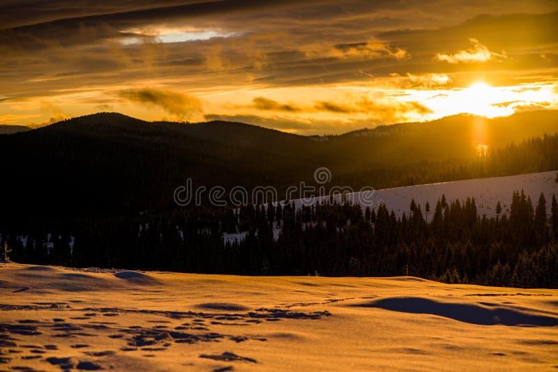 De wintersprookjesland in Roemenië royalty-vrije stock foto's