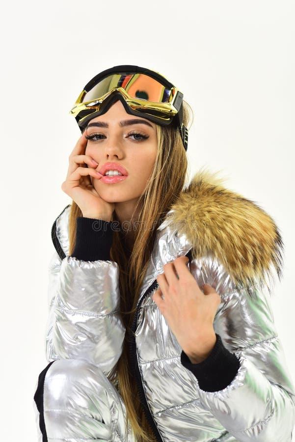 De winterwarmness Klaar voor holyday Ski toevlucht en het snowboarding Gelukkige de wintervakantie Meisje in ski of snowboard sli royalty-vrije stock afbeelding