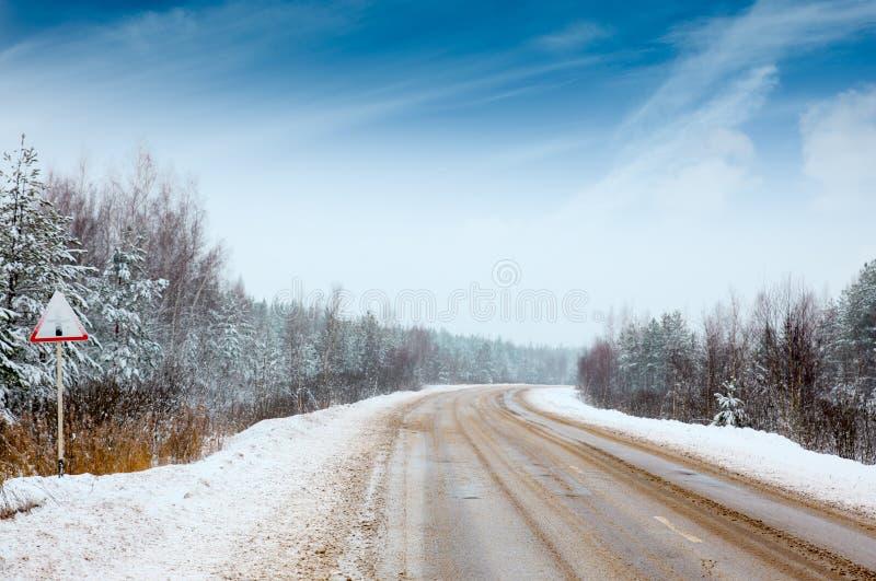 De winterweg royalty-vrije stock afbeelding