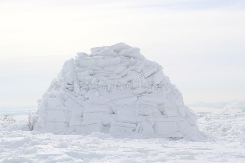De winterwoning van Eskimo's iglo Eskimo'sdorp royalty-vrije stock afbeelding
