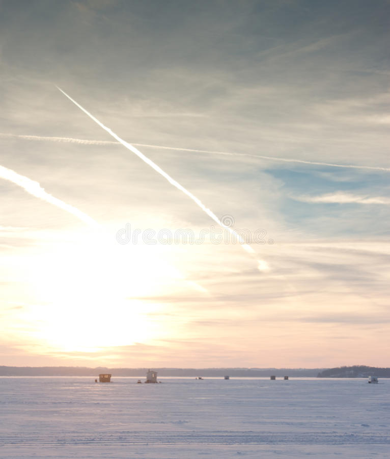 De winterzonsondergang op Meer Mendota stock fotografie