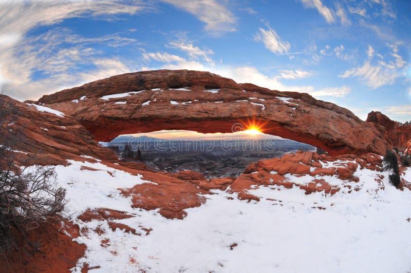De winterzonsopgang in Mesa Arch stock foto