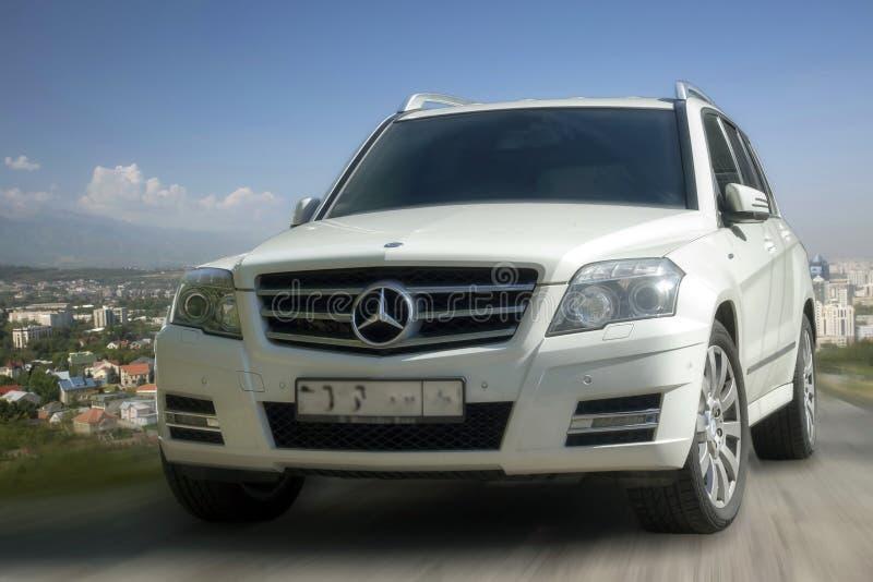 De witte auto van Mercedes royalty-vrije stock fotografie