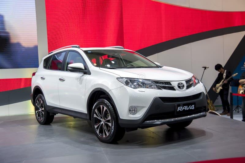 De witte auto van Toyota rav4 stock foto's