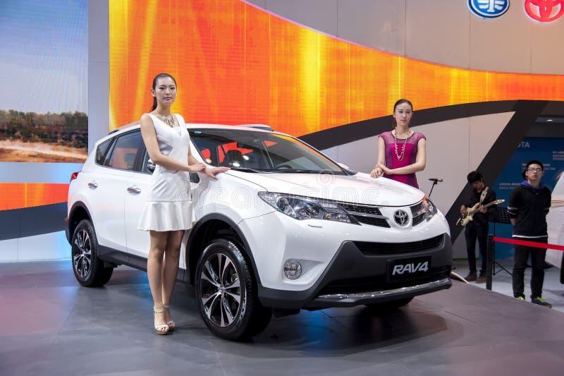 De witte auto van Toyota rav4 stock afbeelding