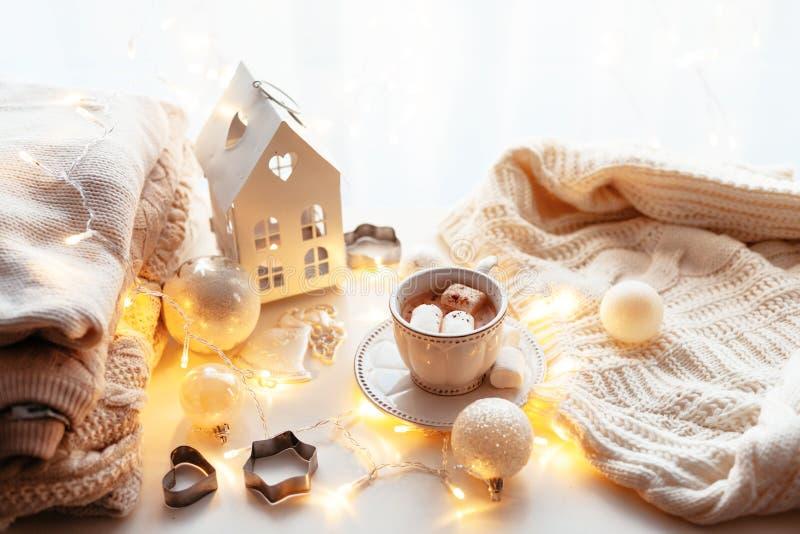 De witte decoratie van Kerstmis royalty-vrije stock afbeeldingen
