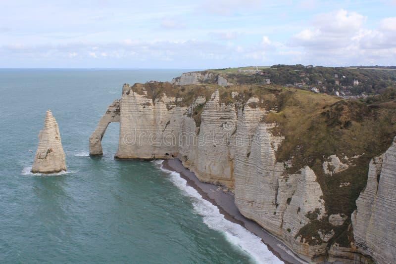 De witte en beroemde klippen van etretat, Normandië, Frankrijk royalty-vrije stock fotografie