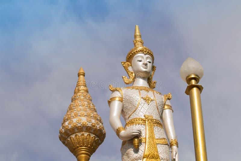 De witte engel met lotusbloem is de kunst in tempel royalty-vrije stock foto