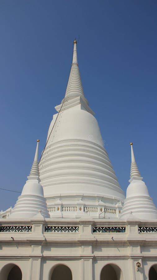 Download De Witte Heilige Plaats Van Boeddhismepagoden Met Blauwe Hemel Stock Afbeelding - Afbeelding bestaande uit exotisch, stijl: 114225911