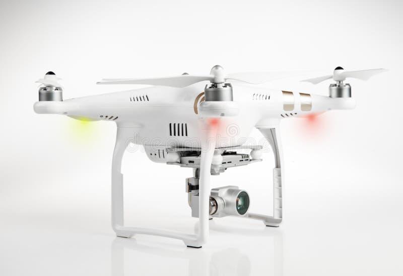 De witte helikopter van de hommelvierling met 4K digitale camera stock fotografie