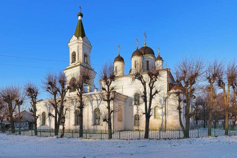 De witte Kerk van de Drievuldigheid in Tver, Rusland stock afbeeldingen
