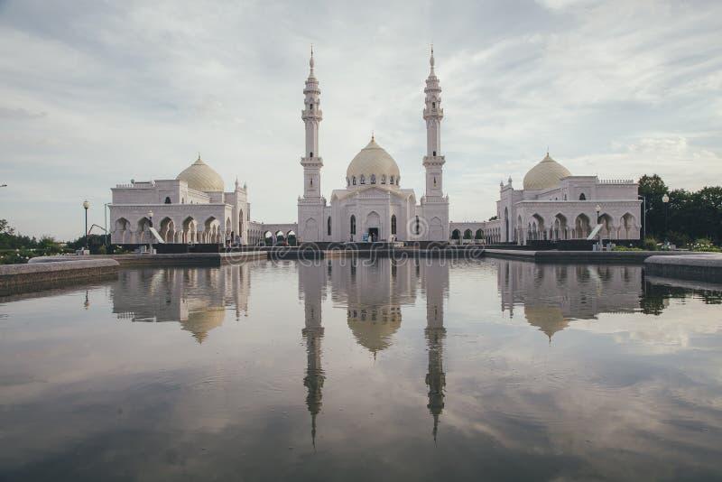 De witte moskee royalty-vrije stock afbeelding