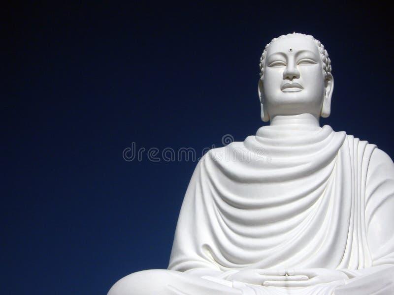 De witte Pagode van Boedha stock fotografie