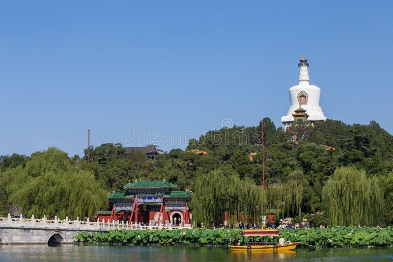 De witte pagode van het Park van Peking Beihai stock foto's