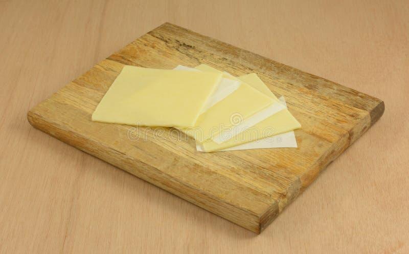 De witte plakken van de cheddarkaas royalty-vrije stock fotografie