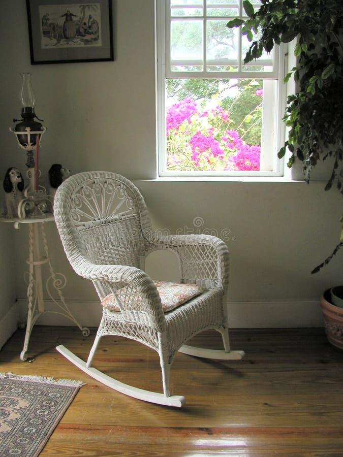 De witte stoel van de aanplanting stock foto's