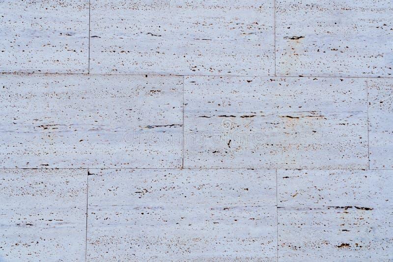 De witte textuur van de steenmuur op straat stock afbeelding