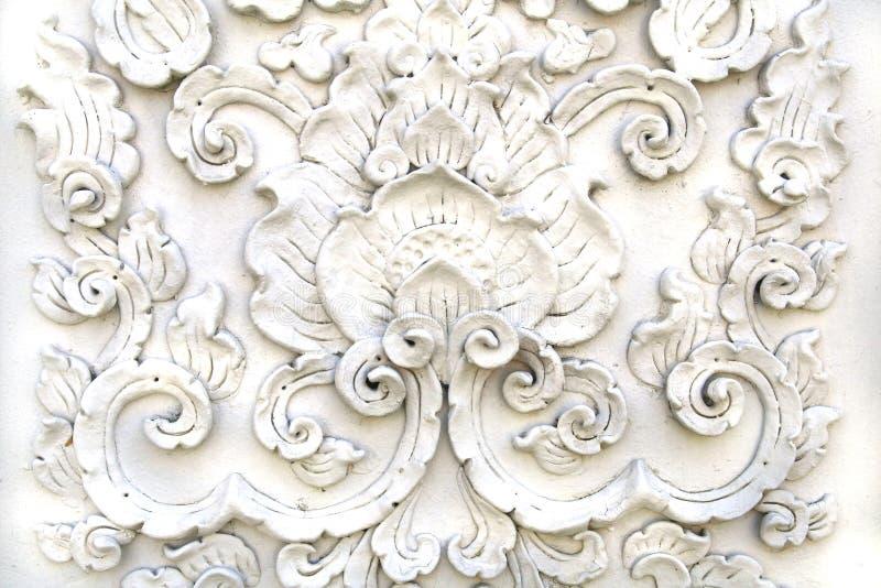 De witte Thaise muur van de kunstgipspleister stock foto