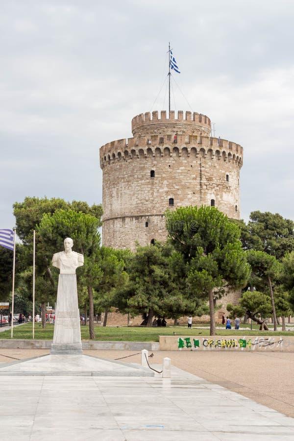 De witte toren bij Thessaloniki stad in Griekenland stock afbeeldingen