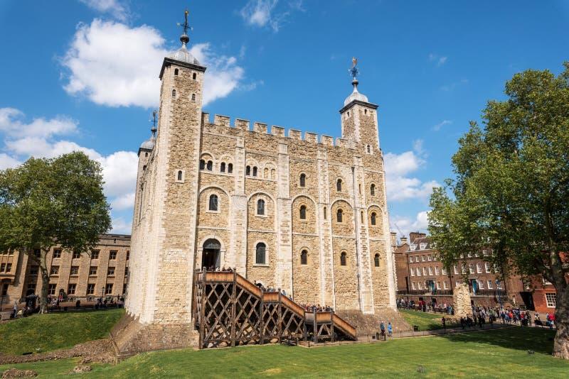De Witte Toren - Hoofdkasteel binnen de Toren van Londen en de buitenmuren in Londen, Engeland Het werd gebouwd door William royalty-vrije stock foto