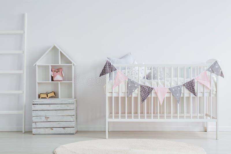 De witte, uitstekende reeks van het babymeubilair stock afbeeldingen