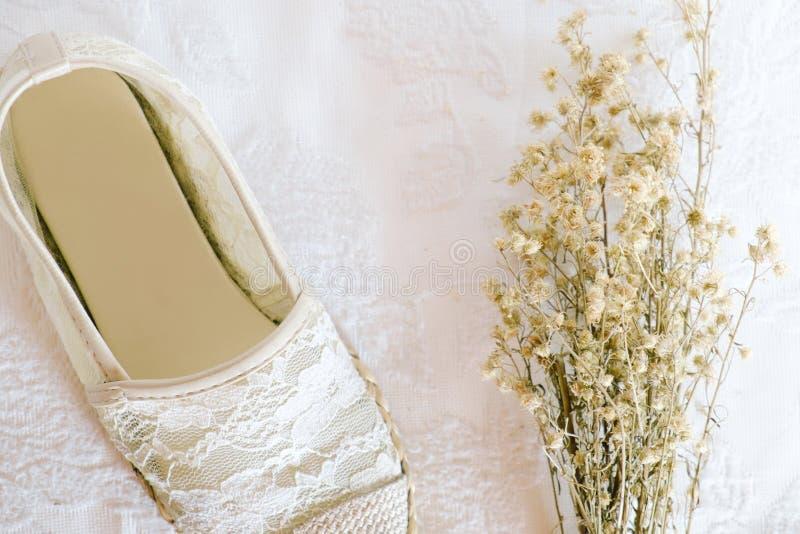 De witte uitstekende stijl van het schoenkant stock foto's