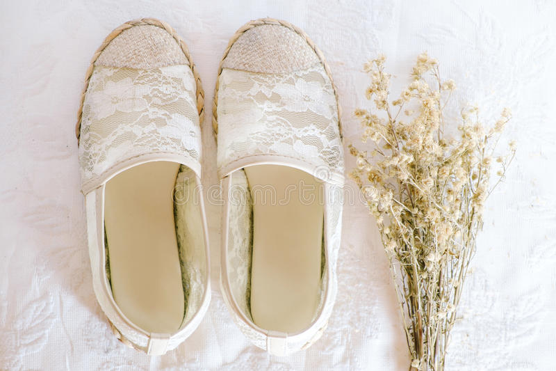 De witte uitstekende stijl van het schoenkant stock fotografie