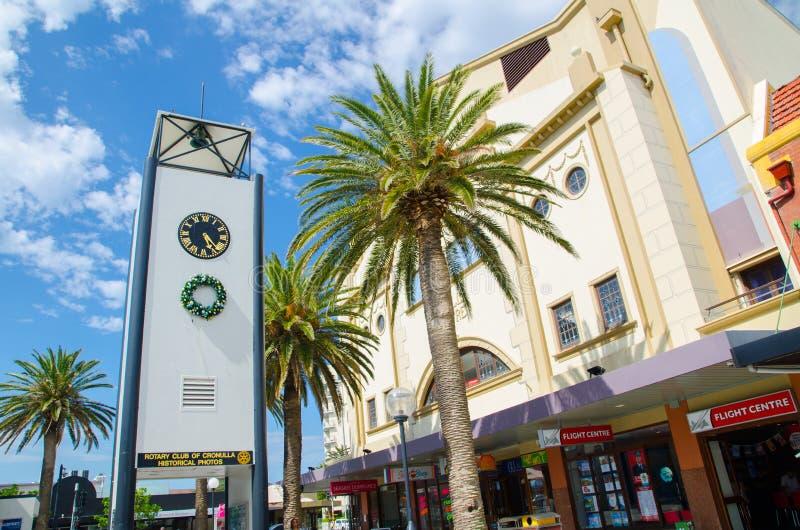 De witte Vierkante oude historische klokketoren is iconisch van Cronulla CBD royalty-vrije stock foto