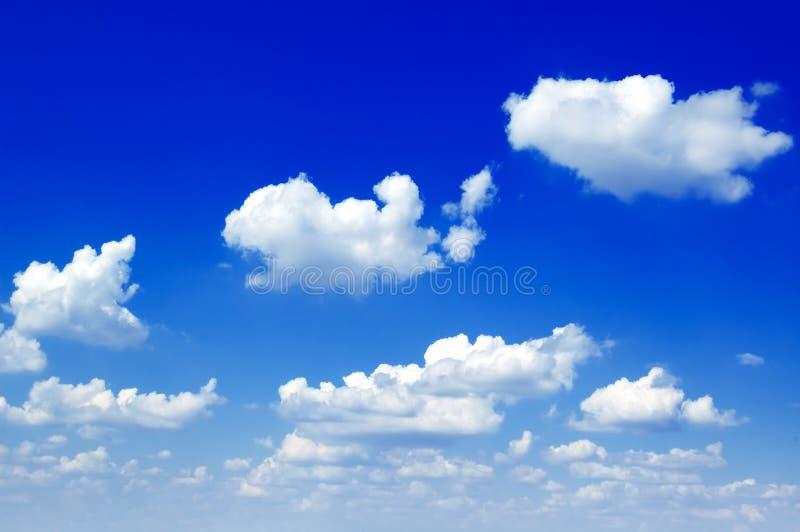De witte wolken. royalty-vrije stock afbeelding