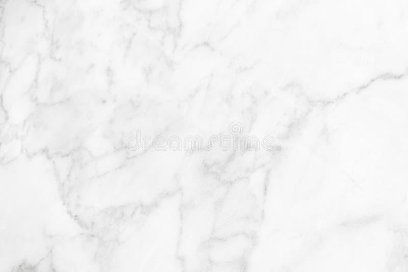De witte zwarte marmeren oppervlakte voor doet de ceramische tegen witte lichte grijze zilveren achtergrond van de textuurtegel stock foto