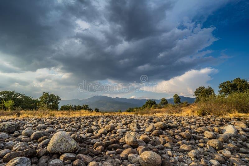 De woede van de Gredosberg van een droge kreek in Candeleda royalty-vrije stock foto