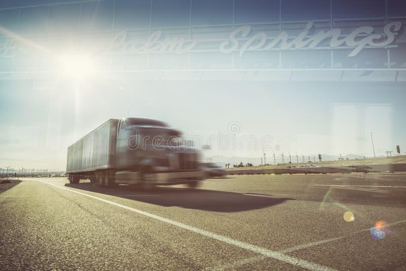 De woestijn van Californië vrachtvervoerpalm springs stock foto