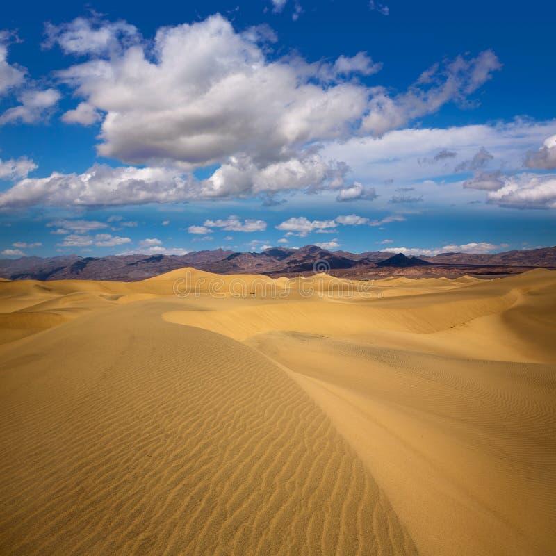 De woestijn van Mesquiteduinen in het Nationale Park van de Doodsvallei royalty-vrije stock foto