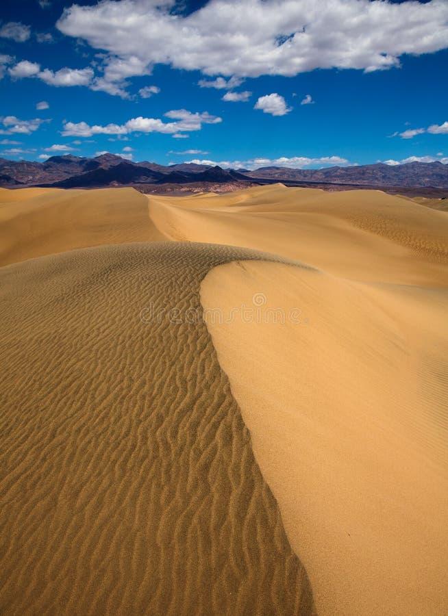 De woestijn van Mesquiteduinen in het Nationale Park van de Doodsvallei royalty-vrije stock fotografie