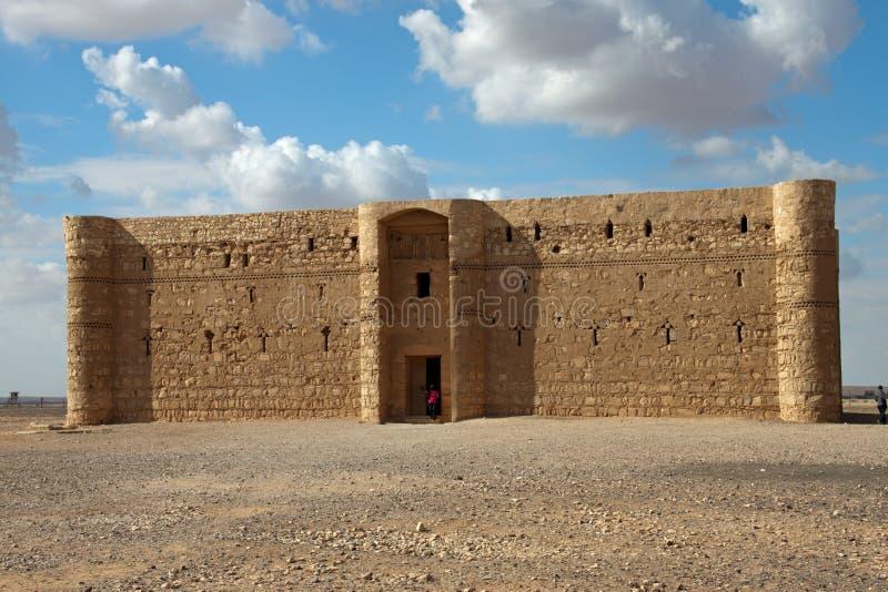 De woestijnkasteel van Kaharana in Jordanië stock afbeelding