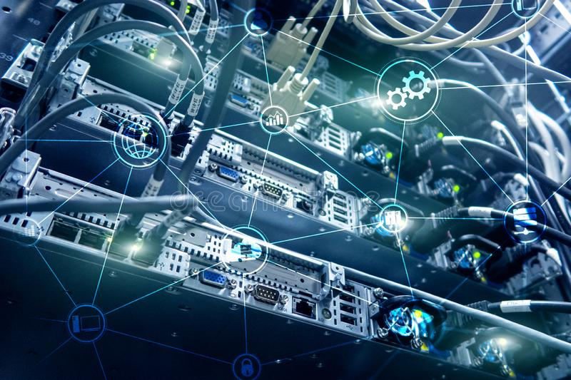 De wolken gegevensverwerking en mededeling van de technologieinfrastructuur Het concept van Internet royalty-vrije stock foto's