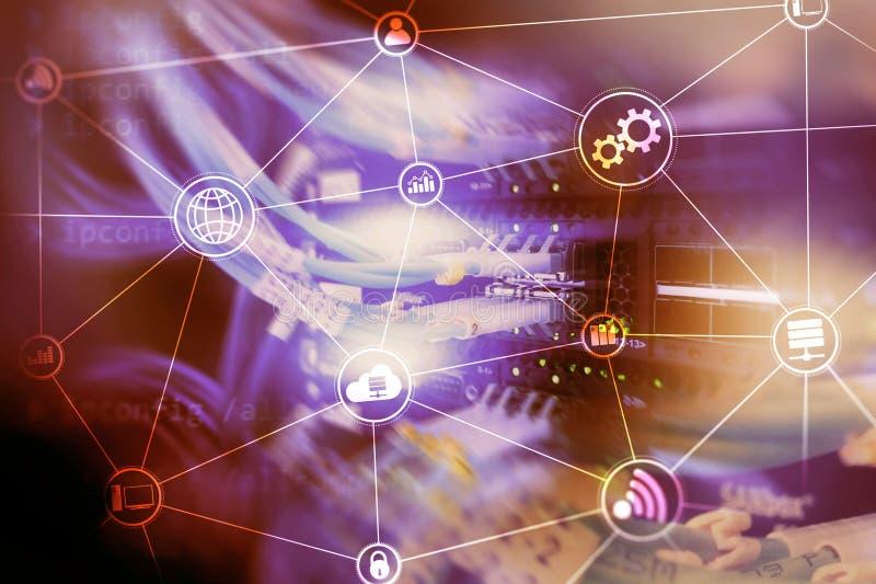 De wolken gegevensverwerking en mededeling van de technologieinfrastructuur Het concept van Internet royalty-vrije stock foto