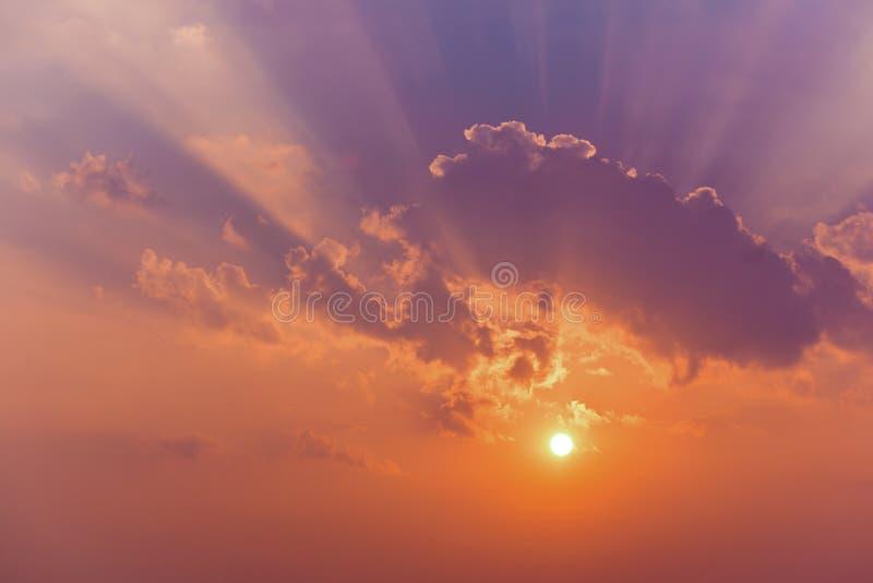 De Wolken van de zonhemel stock foto