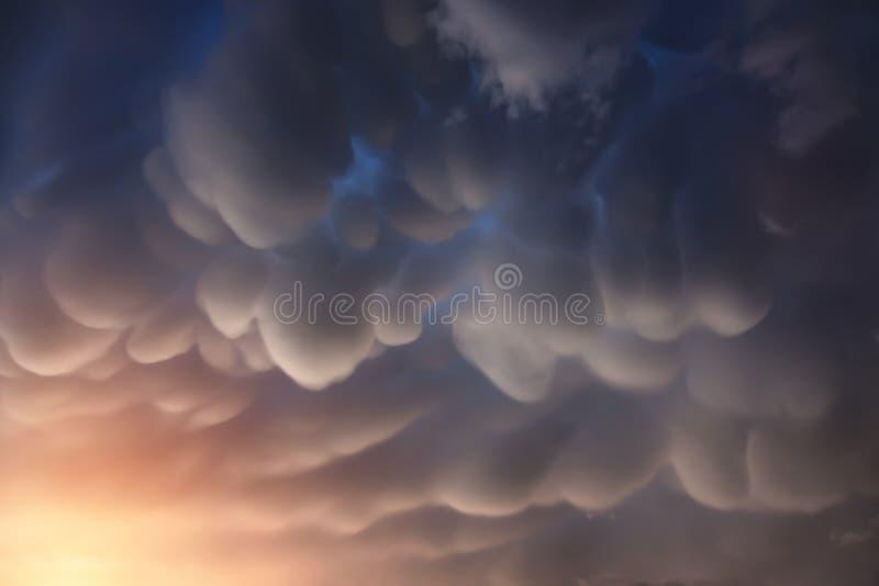 De Wolken van Mammatus royalty-vrije stock foto's
