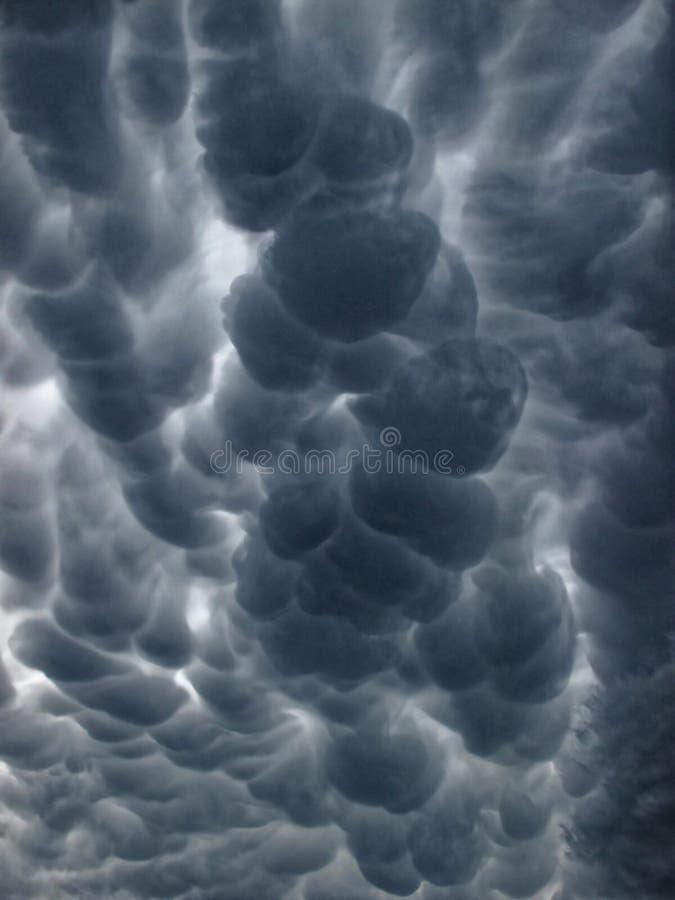 De Wolken van Mammatus stock afbeelding