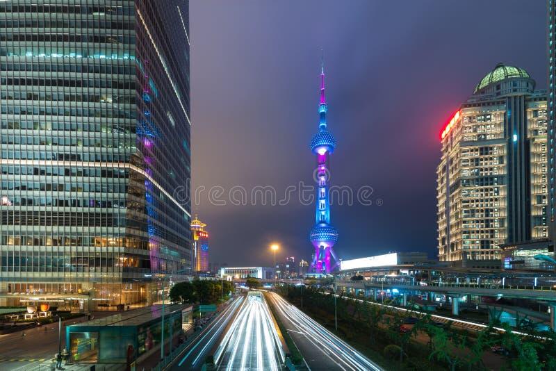 De wolkenkrabber van Shanghai in het financiële district van Lujiazui Shanghai in S stock foto